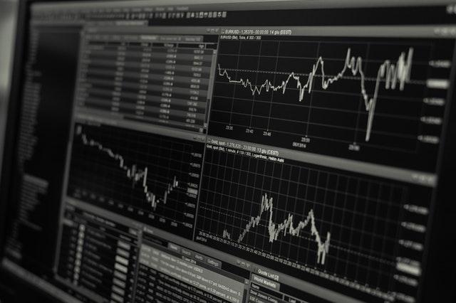 Tjen penge online – få passiv indkomst med aktier