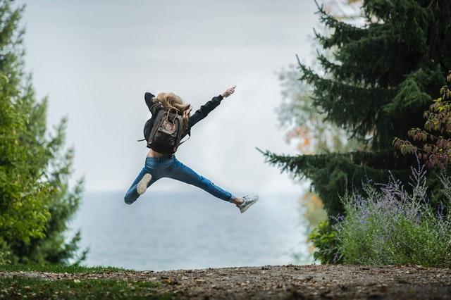 Virker holdningskorrigerende tøj mod rygsmerter? Se svaret her